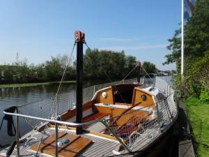 Zonneboot in aanbouw, boot met zonnepanelen